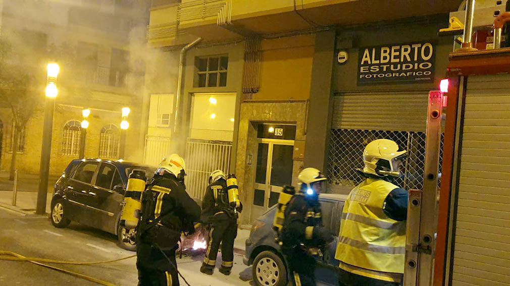 Incendios intencionados de coches y motos en Pamplona