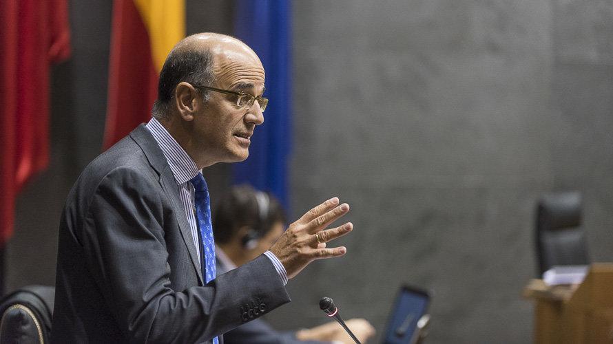 El PSOE se alía con Vox para tumbar el Fuero Nuevo