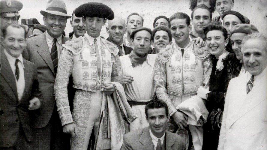 Corrida del 7 de julio de 1943 con Manolete a la izquierda. ZUBIETA Y RETEGUI.