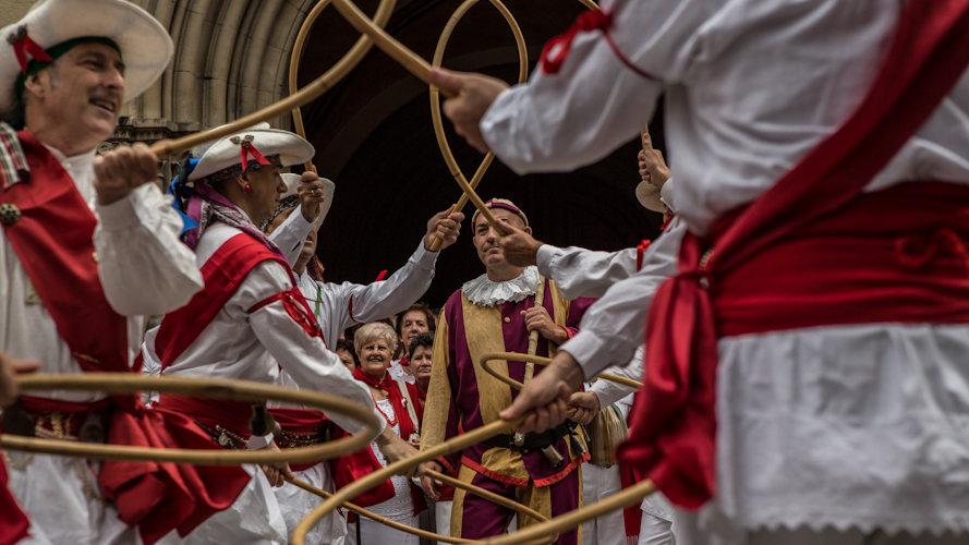 Dantzaris en San Lorenzo por el Día de los mayores el 12 de Julio. Maite H. Mateo