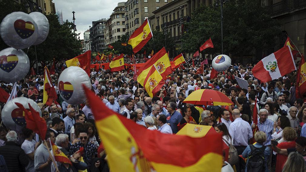 Lluvia de libertad: 30.000 personas exigen en Pamplona el fin de la imposición del euskera