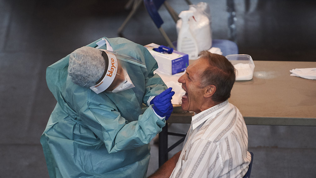 Navarra bate récord de PCR en plena escalada de contagios