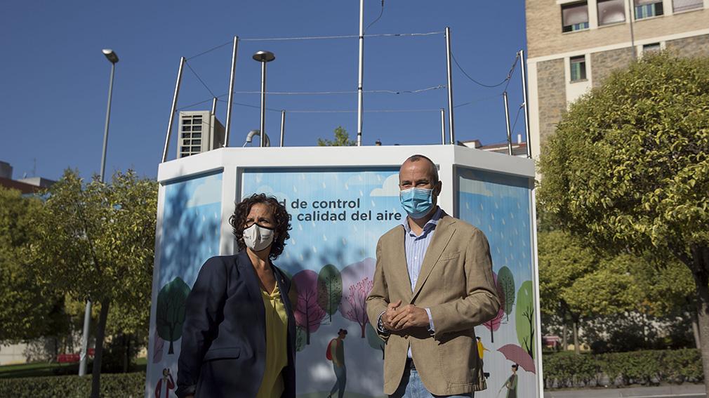 La consejera de Desarrollo Rural y Medio Ambiente, Itziar Gómez, y el concejal delegado de Proyectos Estratégicos, Movilidad y Sostenibilidad del Ayuntamiento de Pamplona, Fermín Alonso. AYUNTAMIENTO DE PAMPLONA
