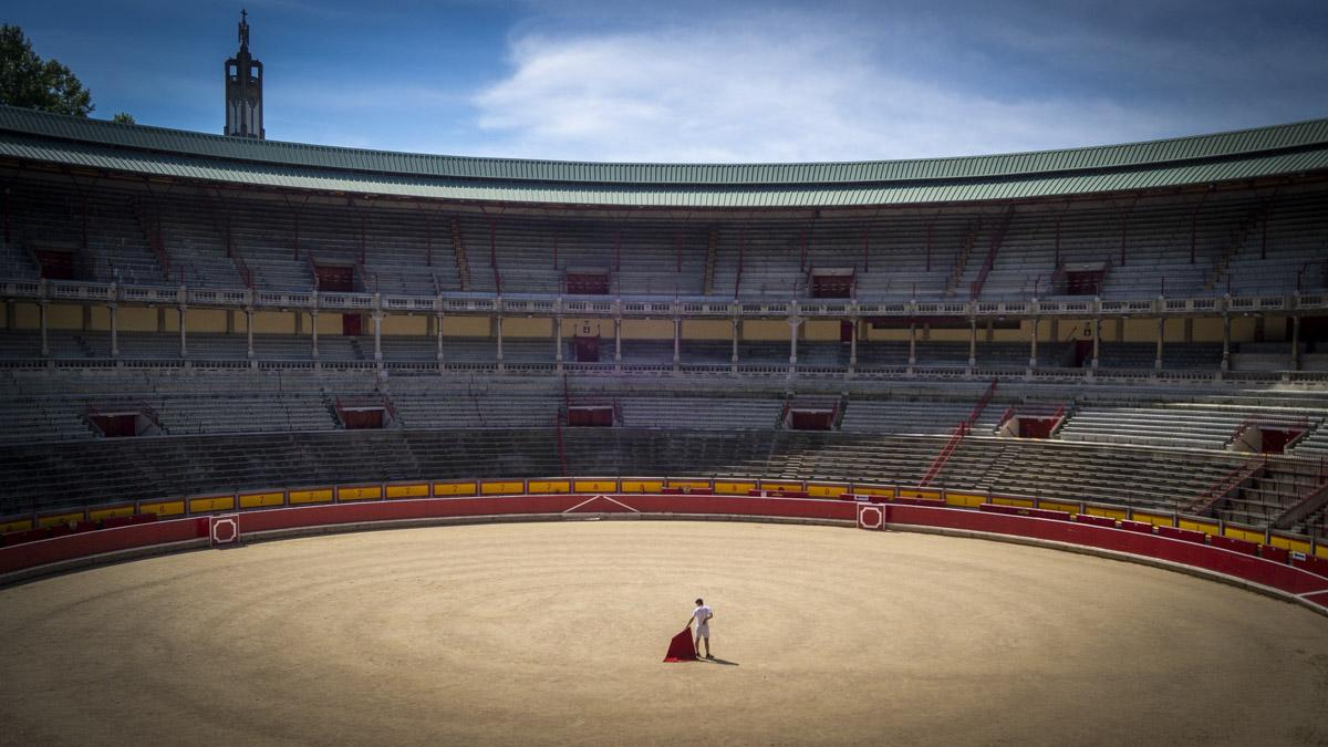 Nabil 'El Moro, durante el reportaje para esta entrevista en la plaza de toros de Pamplona.