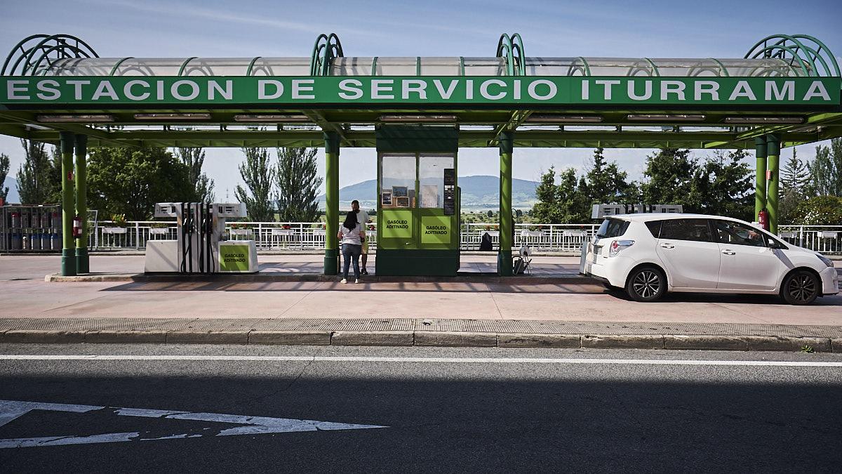 Estación de servicio de Iturrama en la calle Esquiroz. PABLO LASAOSA.