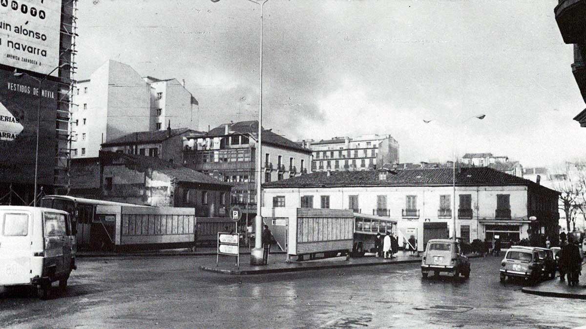 Fotografía de 1968 de la plaza del Vínculo de Pamplona. FOTO MARTÍN SOROBE / LIBRO PAMPLONA CALLES Y BARRIOS.