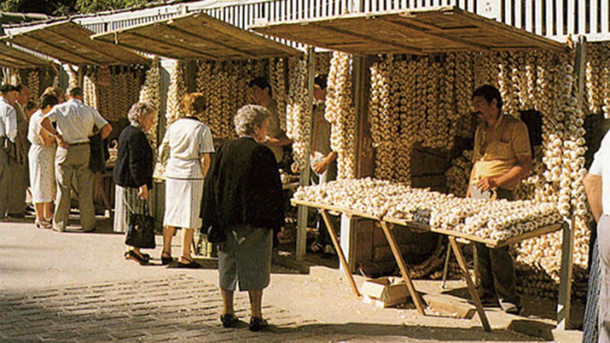 La plaza de los ajos en Pamplona. Gran Enciclopedia Navarra.