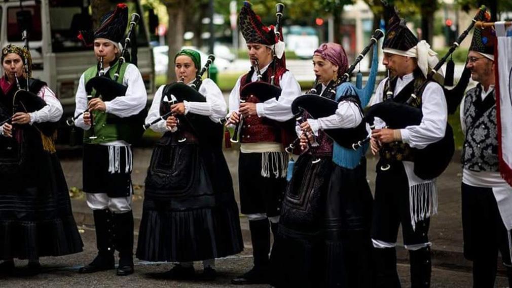 El Grupo Oficial de Gaitas del Lar Gallego de Pamplona interpretando músicas tradicionales gallegas. CEDIDA