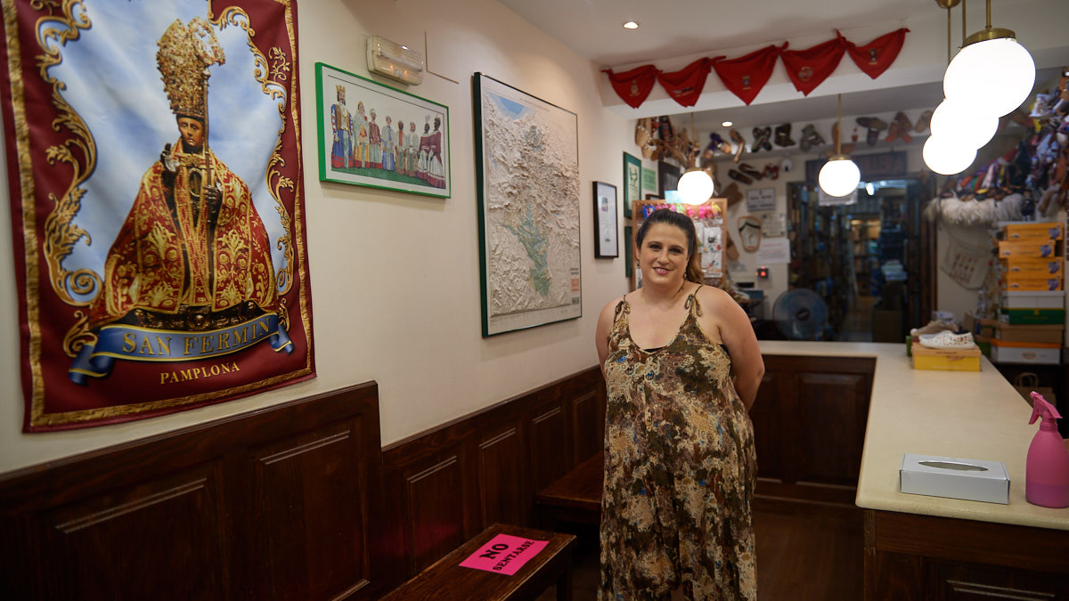 Carol Aragón Razquin, dueña de La Zapatillera. MIGUEL OSÉS