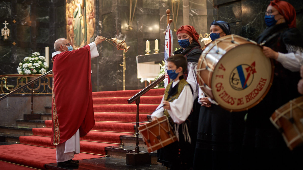 Misa y procesión por el Día de Santiago en la parroquia de San Francisco Javier. MIGUEL OSÉS