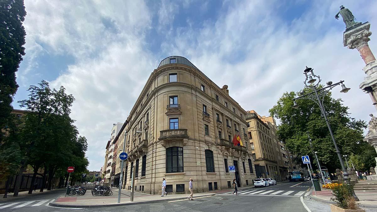 Edificio de la antigua sede del Banco de España en el Paseo de Sarasate de Pamplona.