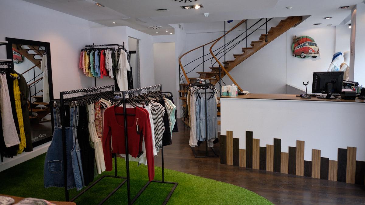 Interior de la tienda I'mperfect en la avenida San Ignacio, 14 de Pamplona. MIGUEL OSÉS
