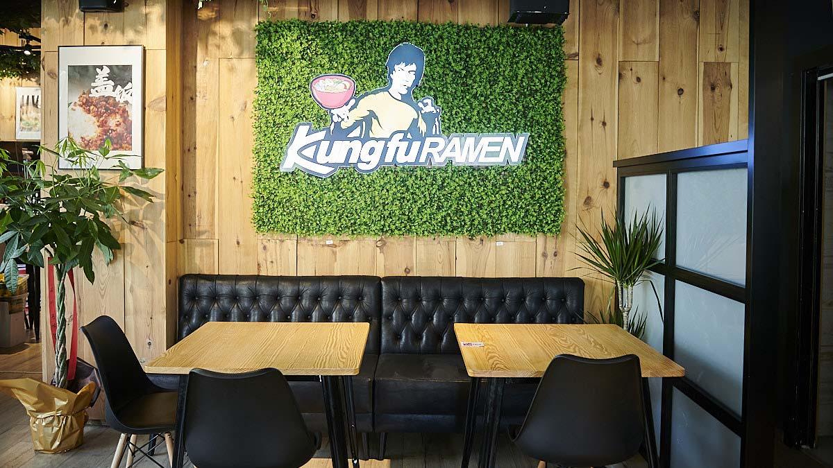Interior de Kung Fu Ramen, el nuevo establecimiento de comida asiática de la calle Esquiroz, 5. PABLO LASAOSA
