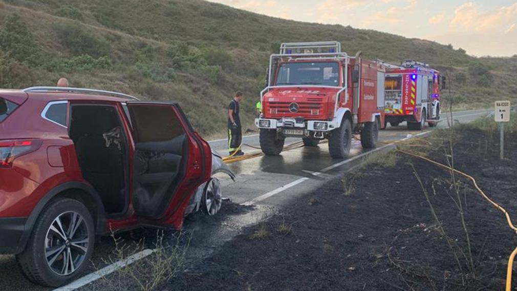 Incendio de vehículo en San Martín de Unx. BOMBEROS DE NAVARRA