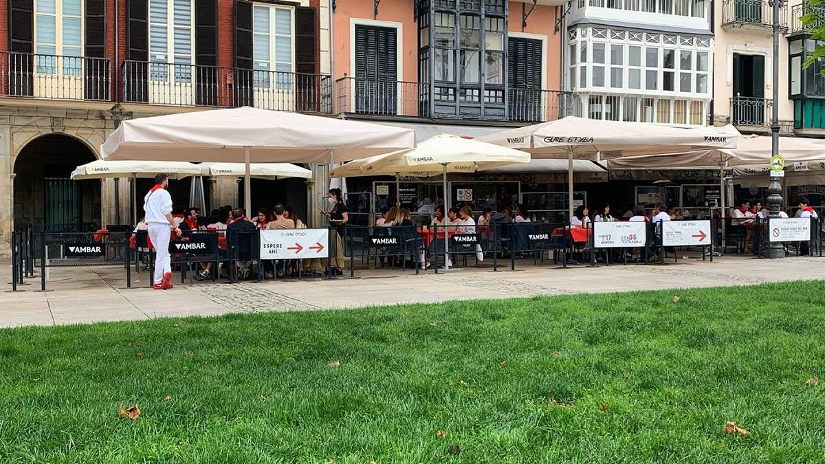 Terraza del restaurante Gure Etxea durante los Sanfermines. GURE ETXEA