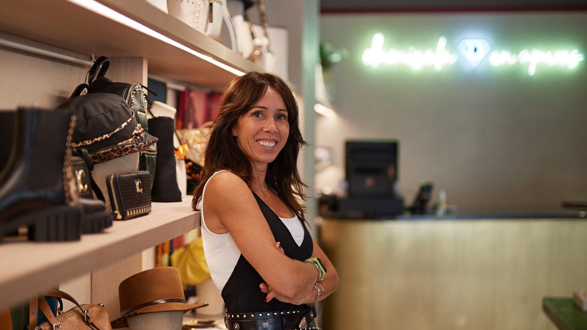 Sara Bellido, dueña de la tienda Damisela en Apuros. MIGUEL OSÉS