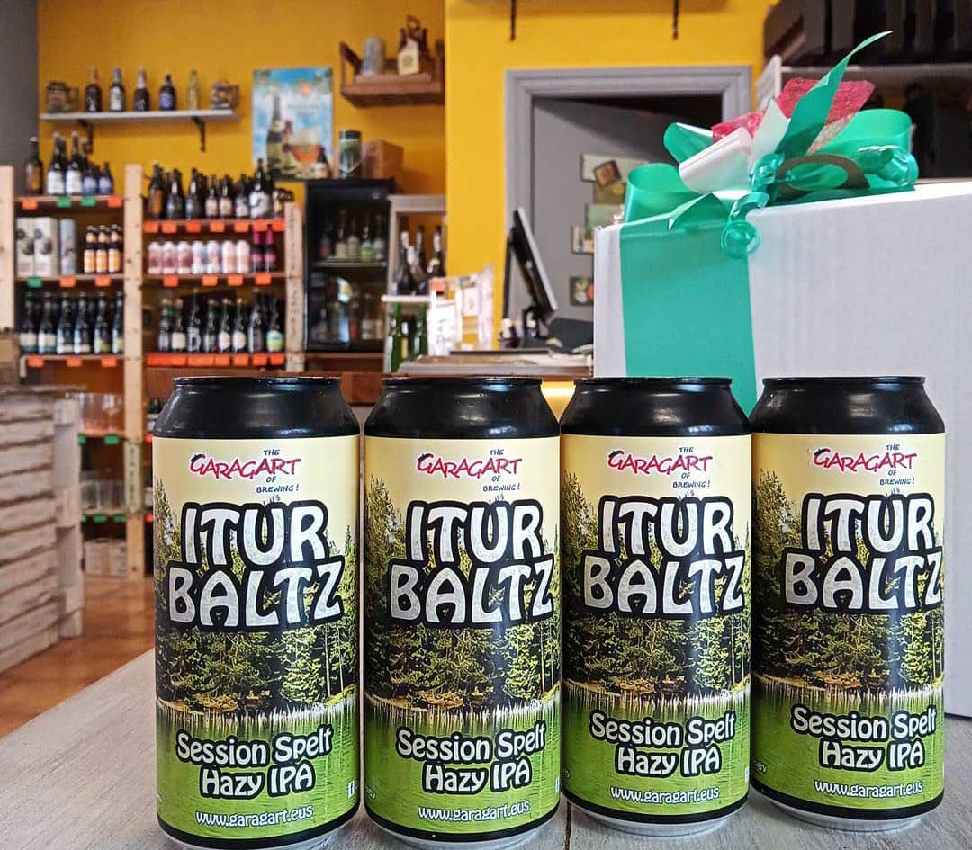 Cuatro cervezas en el mostrador de Beer Juapela. BEER KUAPELA