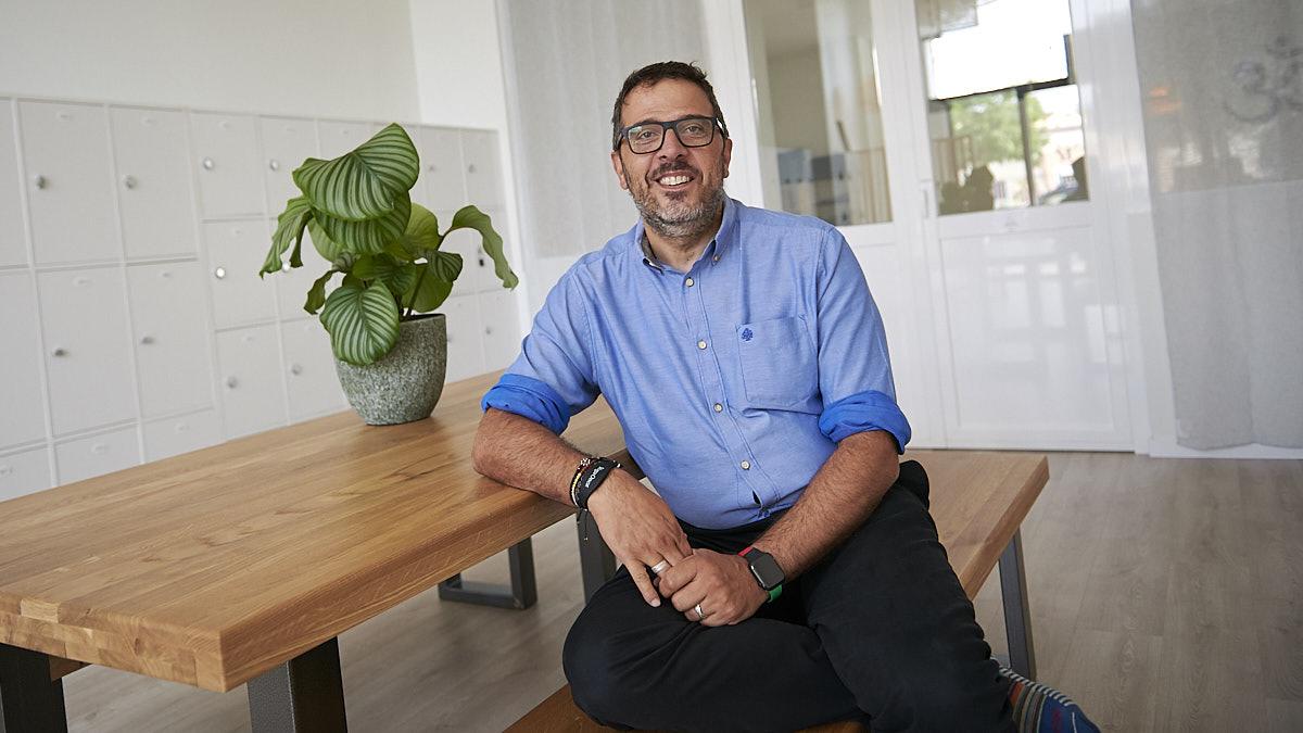 Luis de Jaime es el director de YogaOne Arrosadía. PABLO LASAOSA