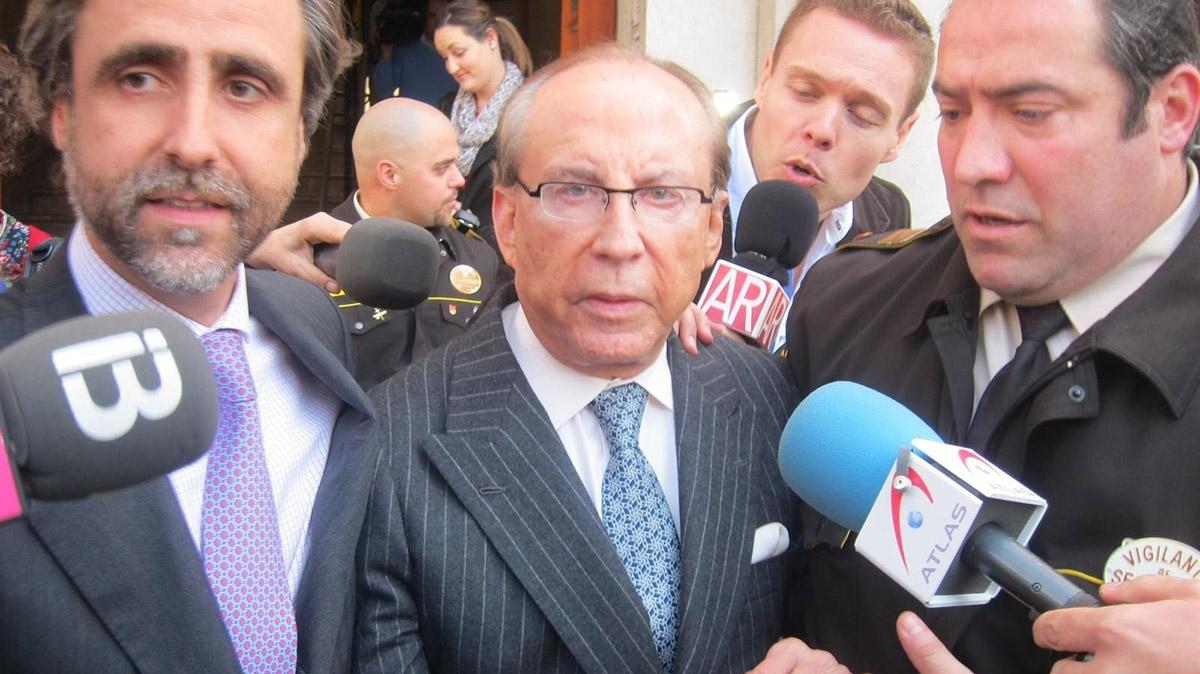 José María Ruiz Mateos a la salida de un juzgado. Europa Press. ARCHIVO